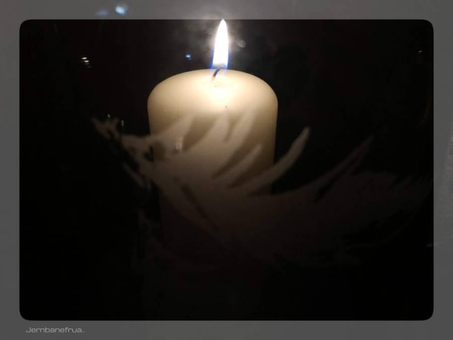 Jernbanefrua tenner lys i lykter.