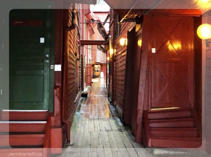 Jernbanefrua på Tyskebryggen, Hansabryggen i Bergen