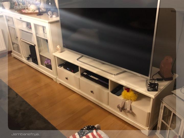 Jernbanefruas nye skjenk og TV benk.